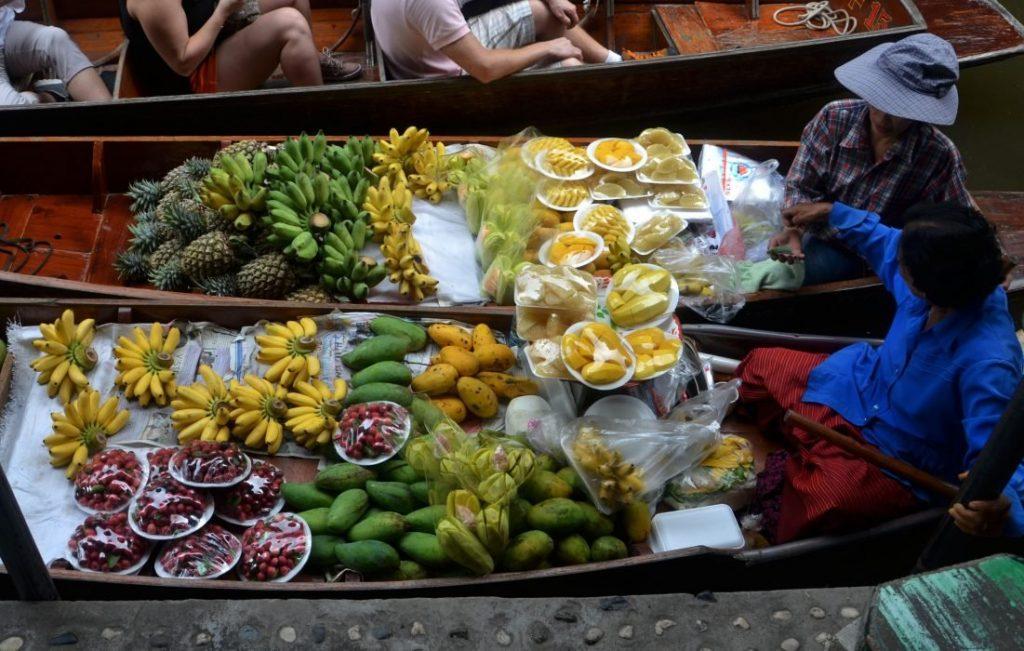 mercado de comida tailandesa, vuelos de avion a tailandia, hoteles en tailandia, viajar a tailandia solo, plan de viaje a tailandia, mochilas para viajar a tailandia