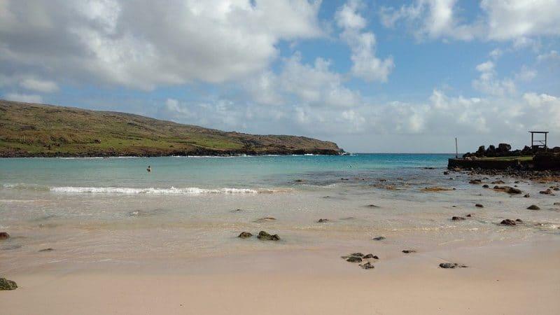 Playa Anakena en Isla de Pascua, una de las mejores playas de Sudamérica
