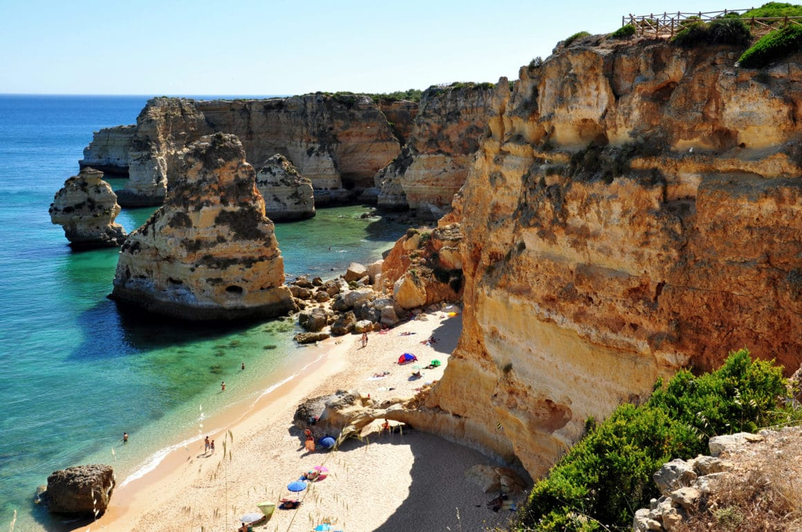 Praia da Marinha, una de las playas más turísticas de Portugal