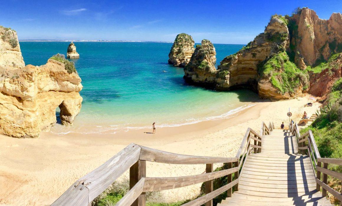 Playa do Camilo, entre las mejores playas de Portugal