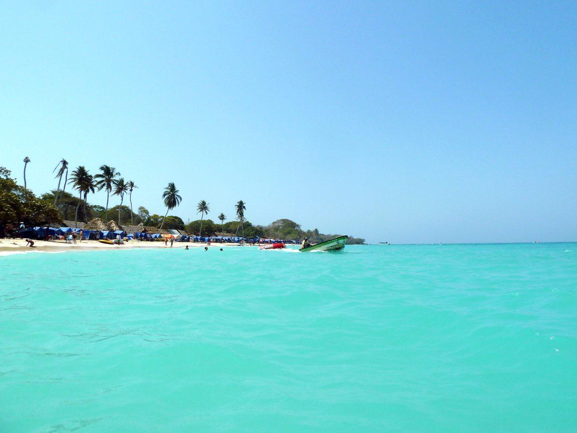 Playa Blanca es de las playas más lindas de Colombia