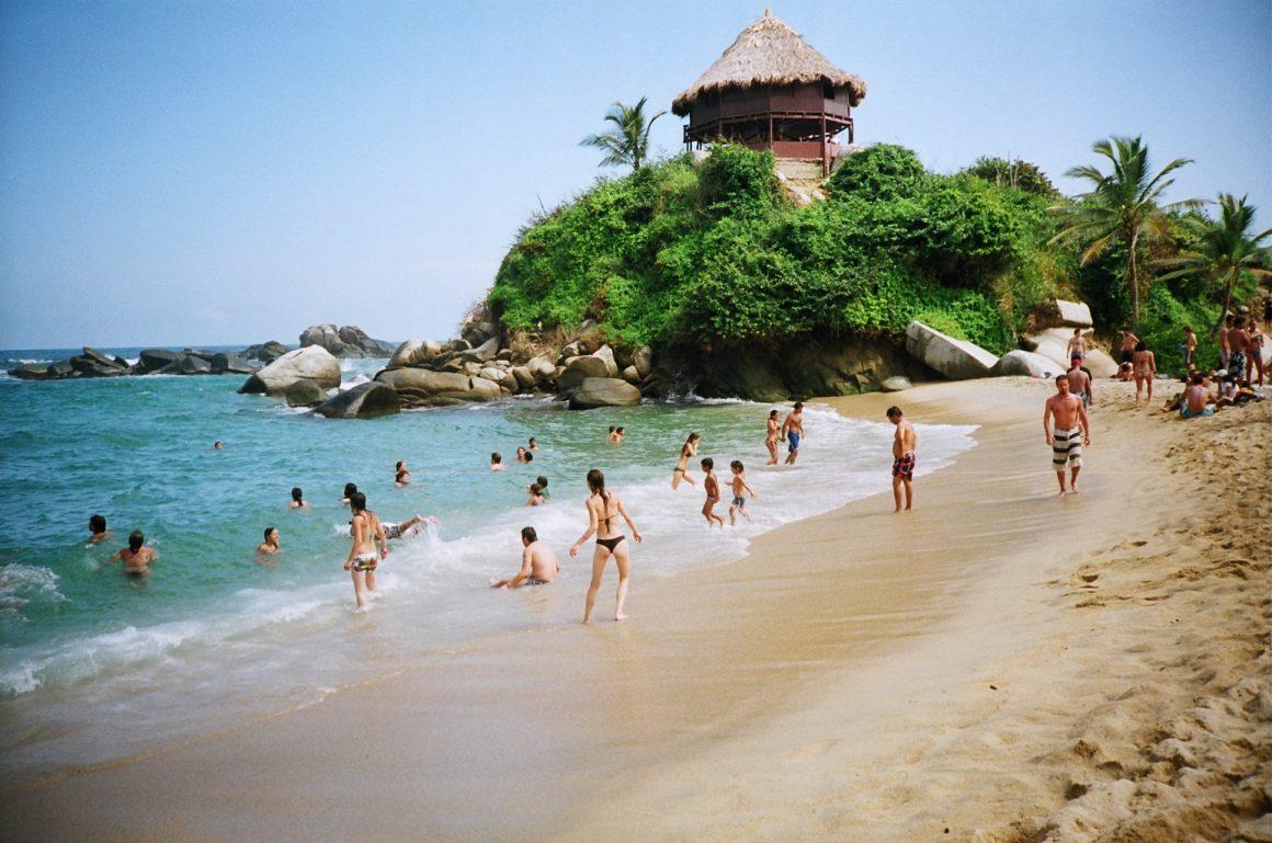 Playa La Piscina es otra de las playas lindas de Colombia