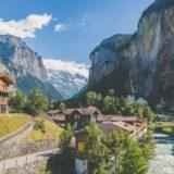 Pueblo en Suiza ofrece 72.000 dólares a las familias que quieran mudarse a vivir ahí