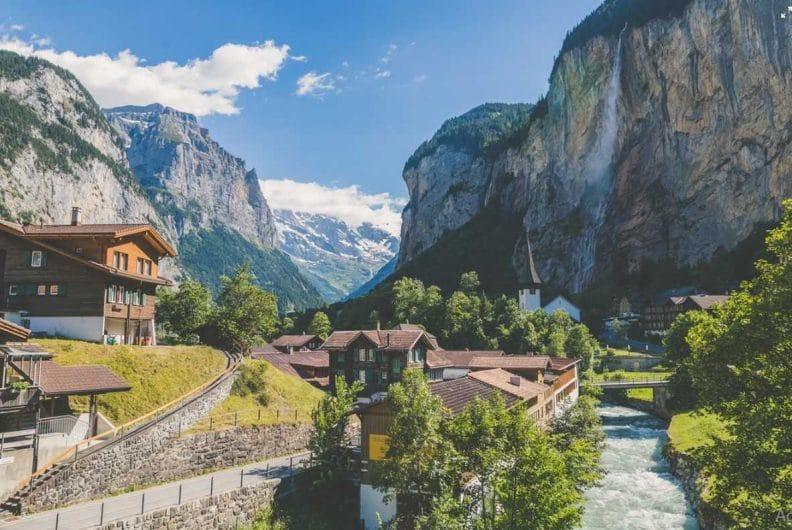 pueblo en suiza