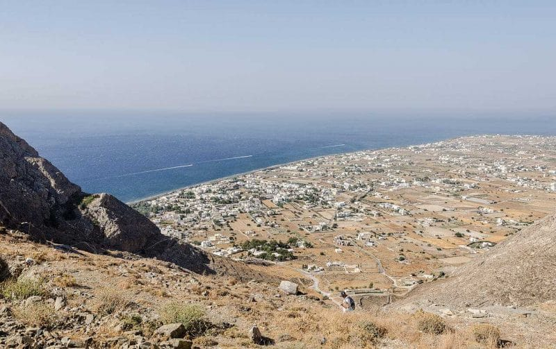 Vistas de Perissa desde la Antigua ciudad de Thera