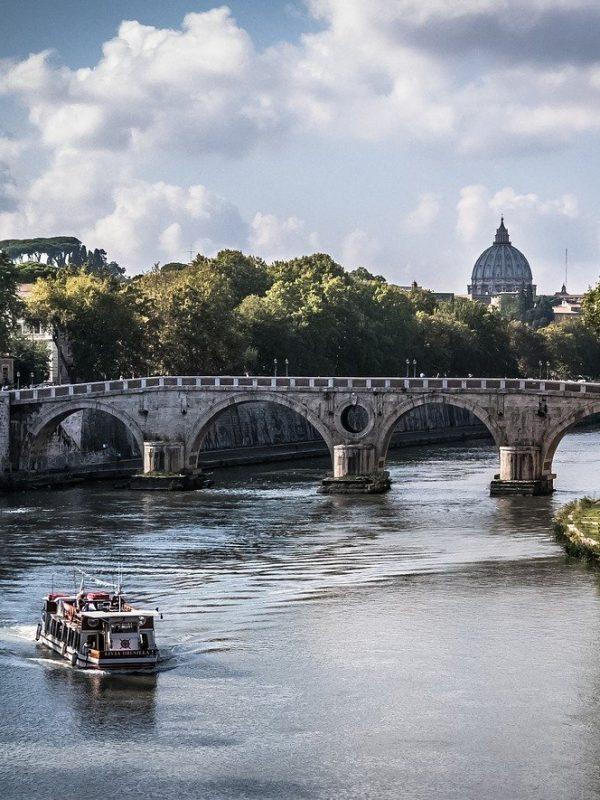 Paseo por el rio Tiber en Roma