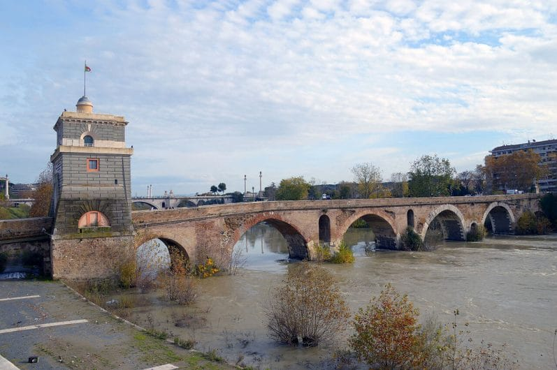 Ponte Milvio - Que ver y hacer en Roma